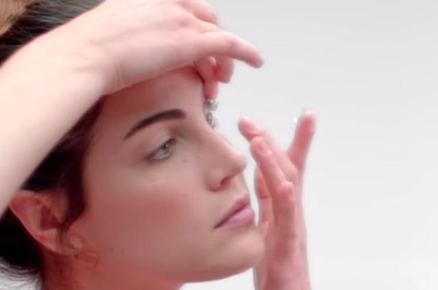 как правильно надевать контактные линзы