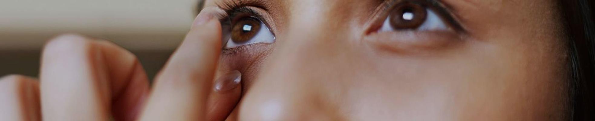 Как правильно надевать и снимать контактные линзы: подробная инструкция